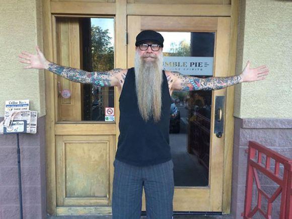 Pessoas mais velhas com tatuagem 21