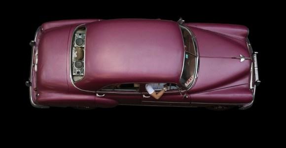 Fotógrafo registra os antigos táxis de Havana, símbolos da capital cubana