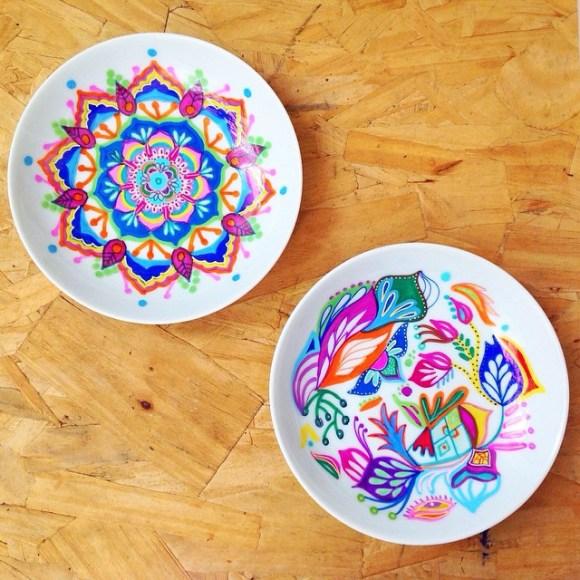 mandalas coloridas em pratos 12