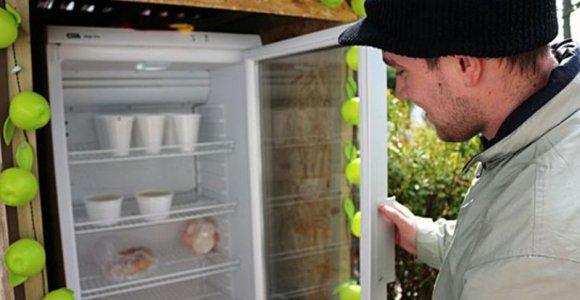 Iniciativa instala geladeira pública para incentivar a doação de comida!