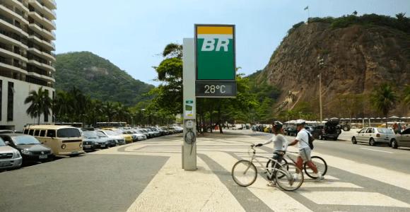 Para facilitar a vida dos ciclistas, ação instala calibradores em relógios de rua no Rio de Janeiro