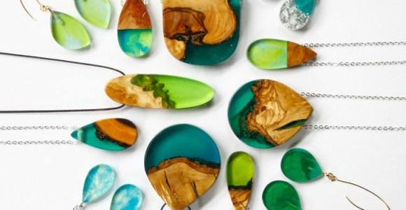 Designer transforma restos de madeira selvagem em lindas e criativas joias