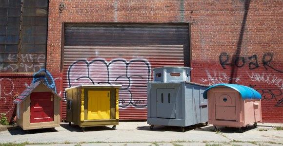 Artista cria mini casas móveis de sucata para pessoas em situação de rua