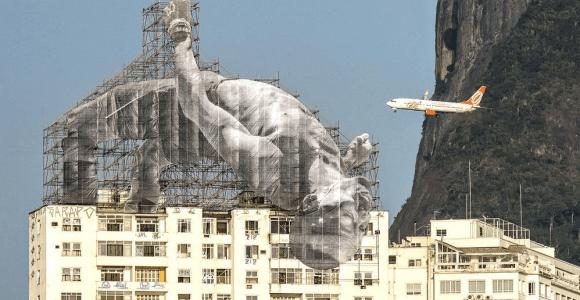 Para a olimpíada, artista francês faz instalação com atletas gigantes no Rio