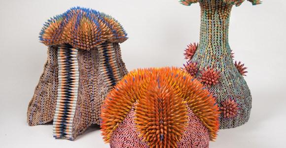 Artista cria esculturas de criaturas marítimas surreais usando lápis
