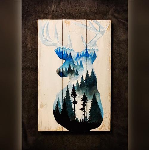 Alce pintado sobre madeira