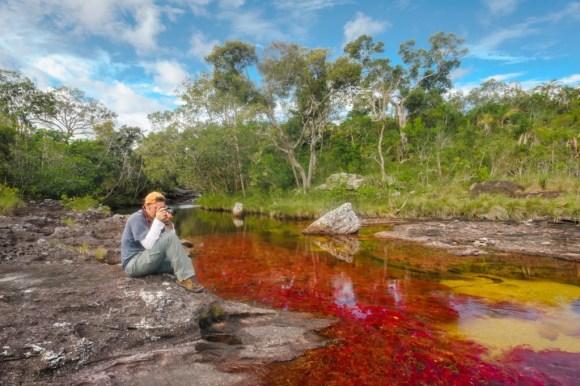 Fotógrafo tirando fotos do rio