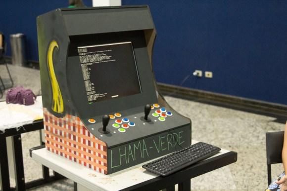 tela de Arcade com códigos