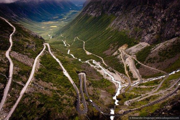 Estrada tortuosa na Noruega