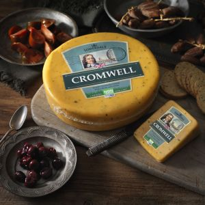 Somerdale Cromwell - Double Gloucester with Chives and Onion