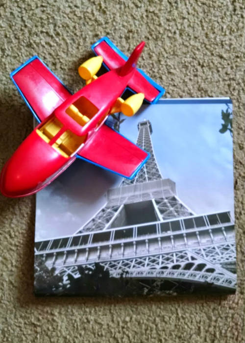 airplane and Eiffel Tower