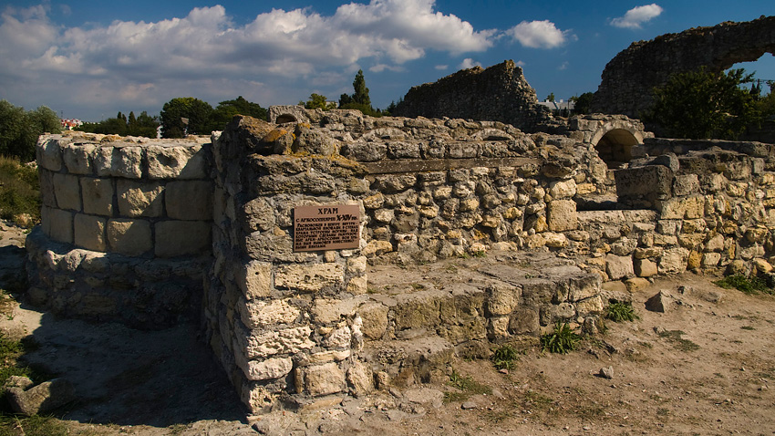 Храм с аркосолиями