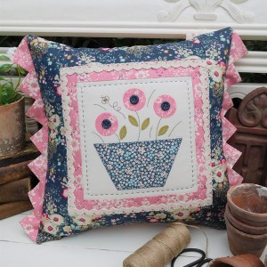 Quilting Sewing Cushion Pattern FLOWER BEE Sally Giblin Rivendale Collection NEW