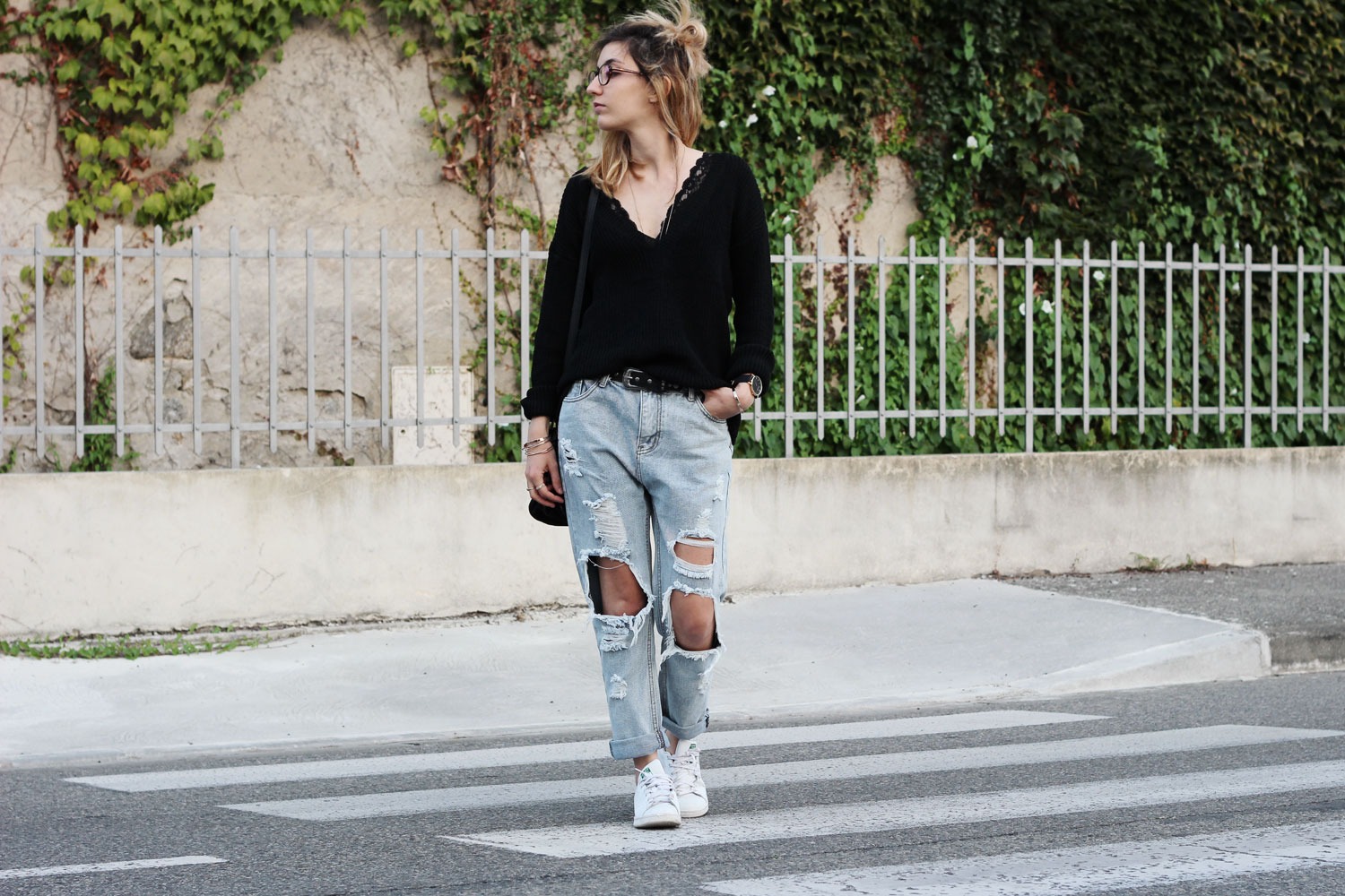 shein-ripped-pants-black-sweater