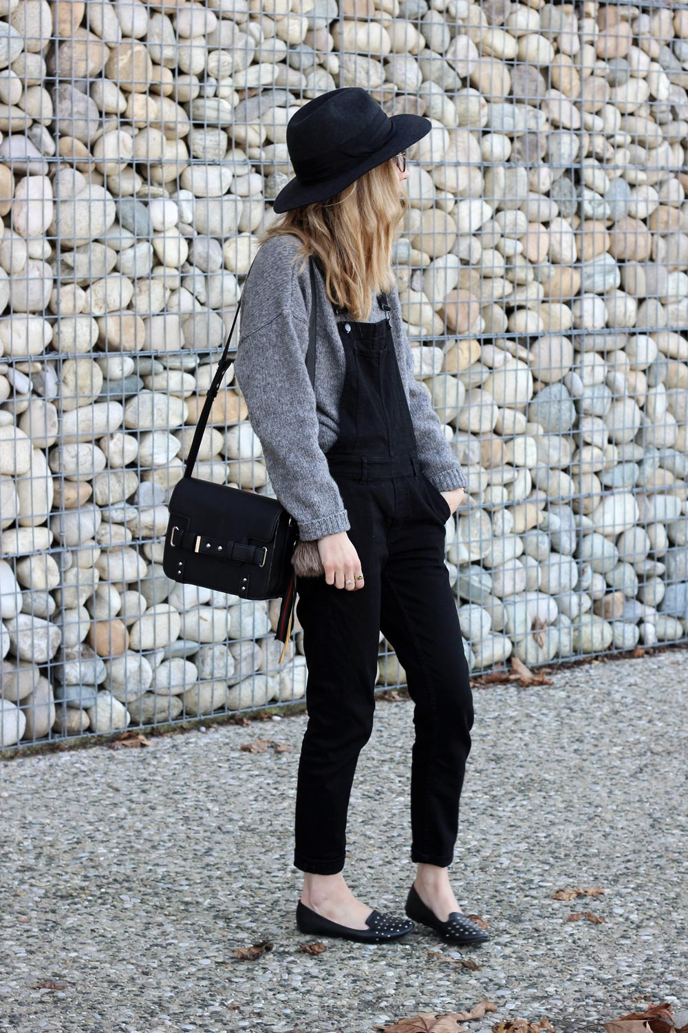 outfit-overalls-black-denim-and-knit