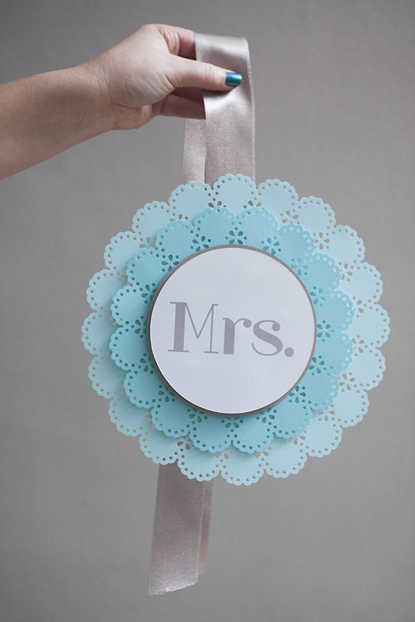 ST_DIY_Mr_Mrs_wedding_chair_signs_12