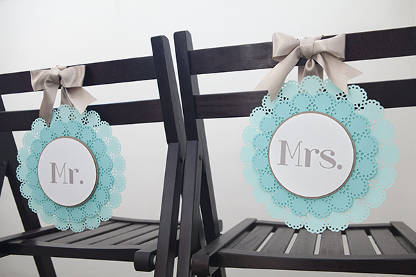 ST_DIY_Mr_Mrs_wedding_chair_signs_15