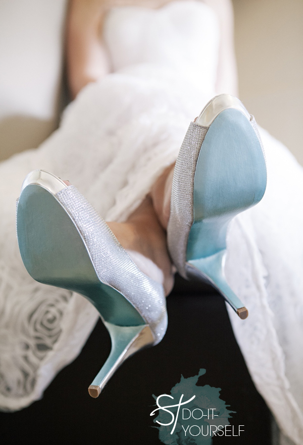 ST_DIY_painted_something_blue_shoe_soles_0001