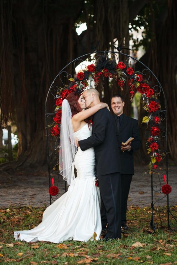 ST_Carrie_Wildes_Photography_halloween_wedding_0022.jpg