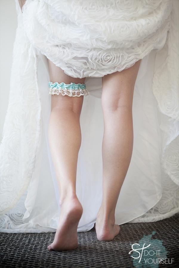 ST_DIY_how_to_make_a_wedding_garter_0001.jpg