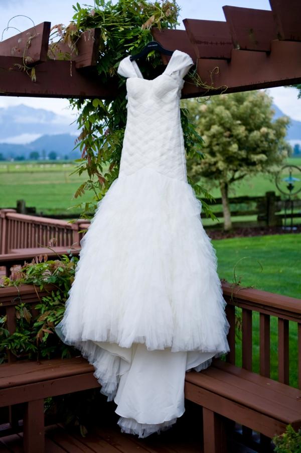 ST-Kristy-Klaassen_Photography-rustic-barn-wedding_0002.jpg