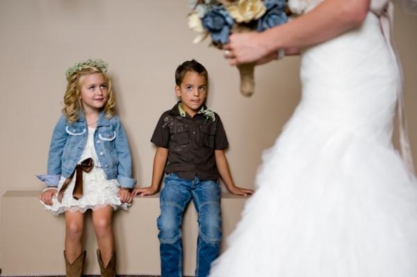 ST-Kristy-Klaassen_Photography-rustic-barn-wedding_0019.jpg
