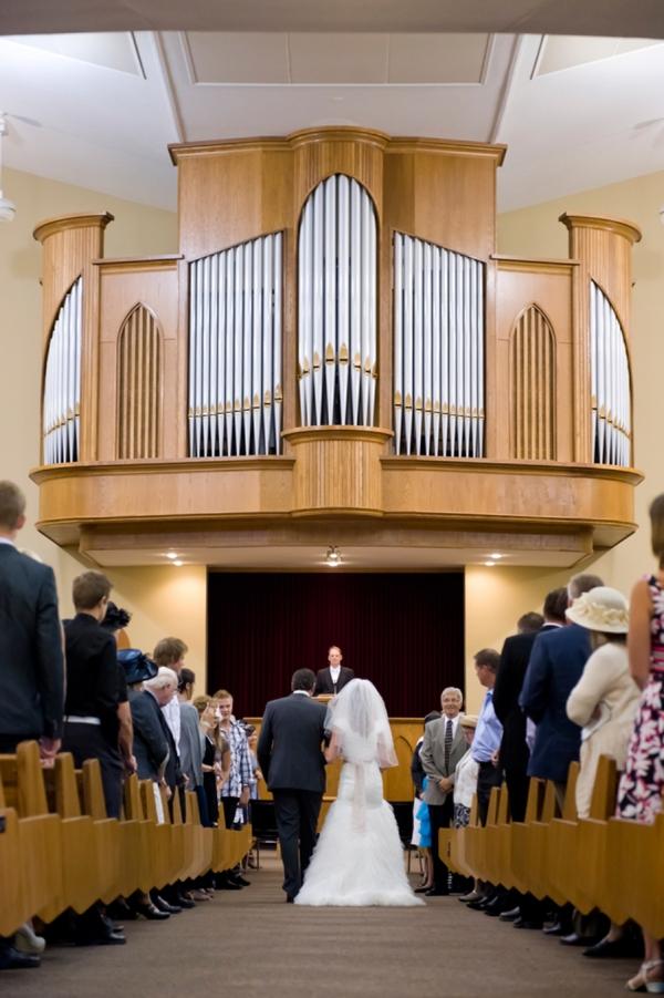 ST-Kristy-Klaassen_Photography-rustic-barn-wedding_0020.jpg