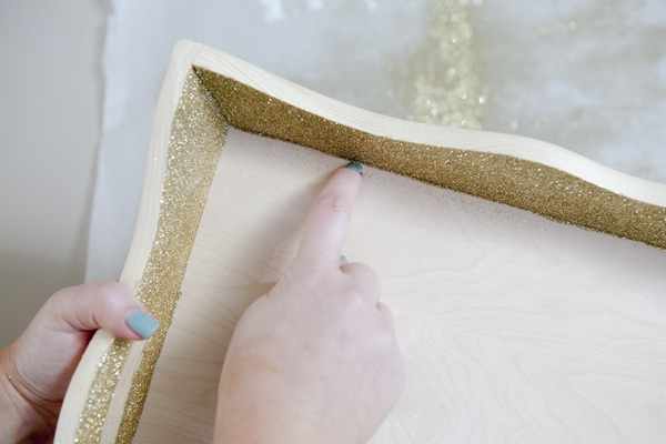 SomethingTurquoise_DIY_Sharpie_glitter_guest_book_serving_tray_0007.jpg