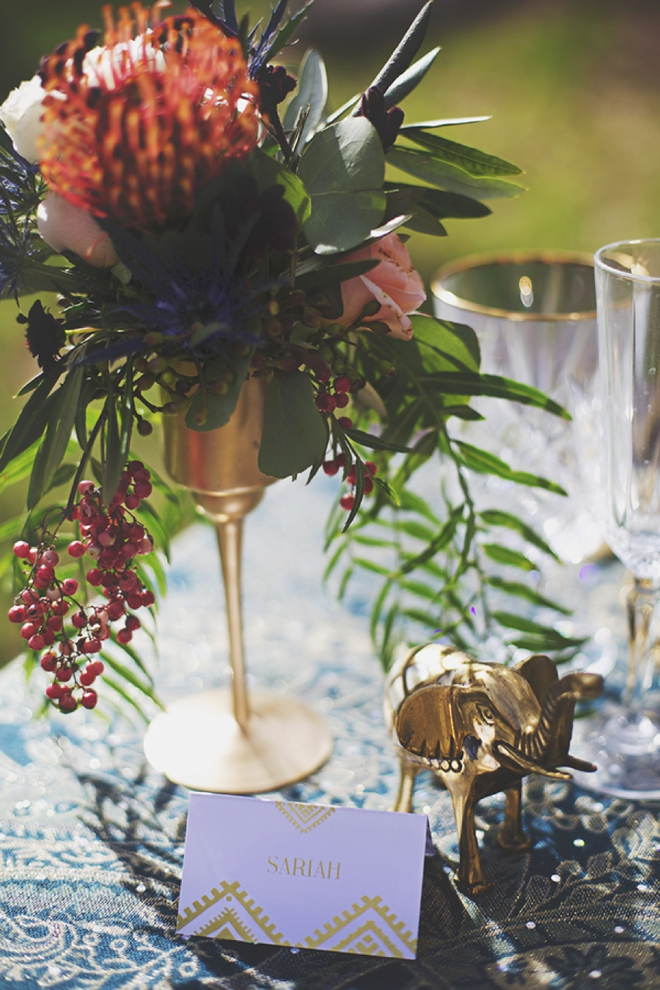 Little gold elephant table decor