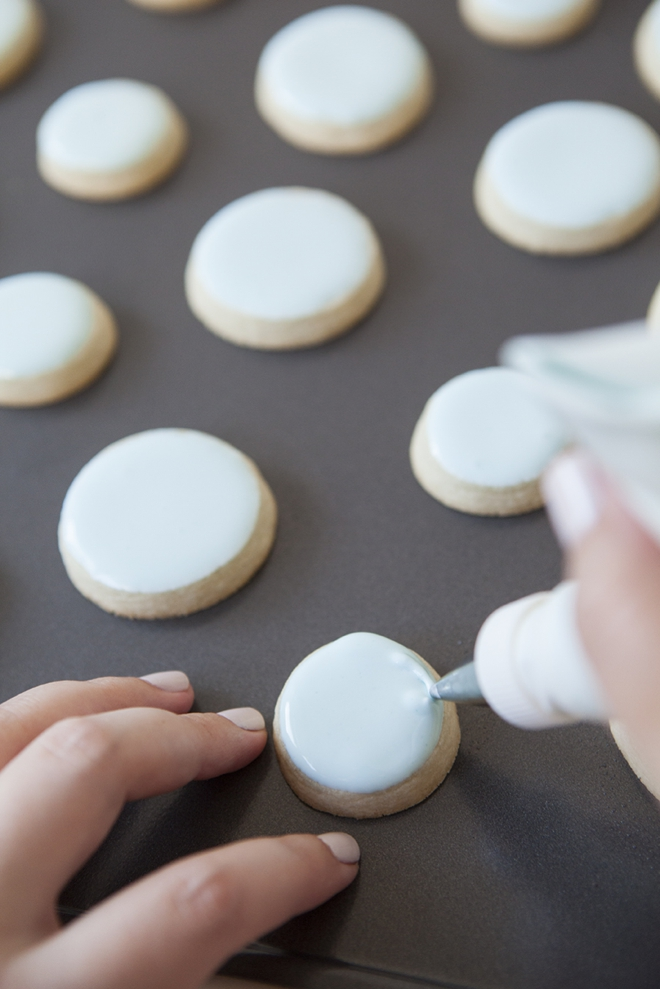 How to flood fill sugar cookies with royal icing
