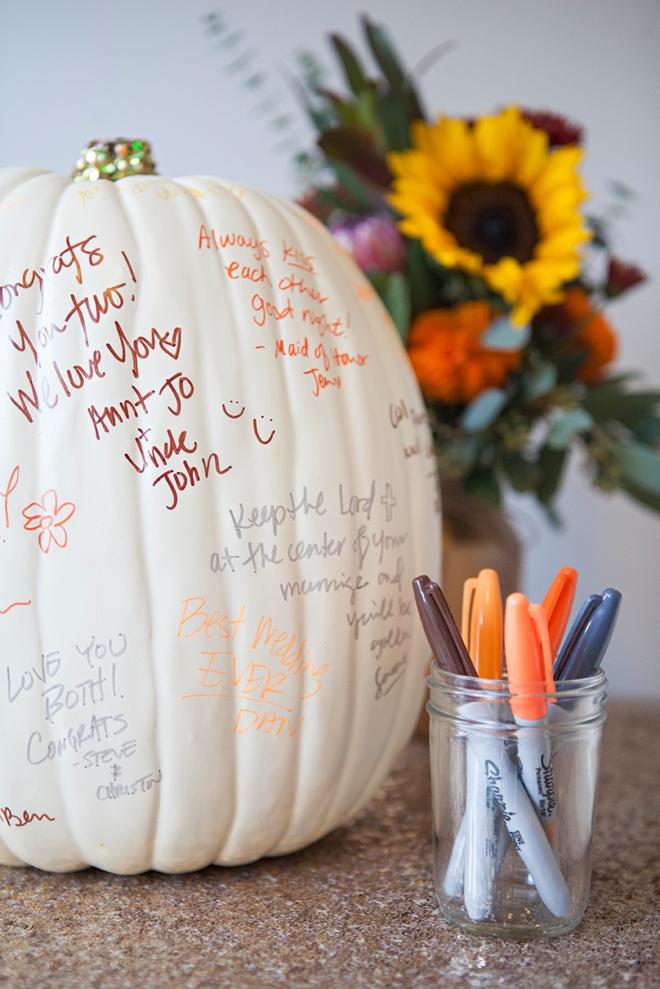 DIY Wedding // pumpkin guest book