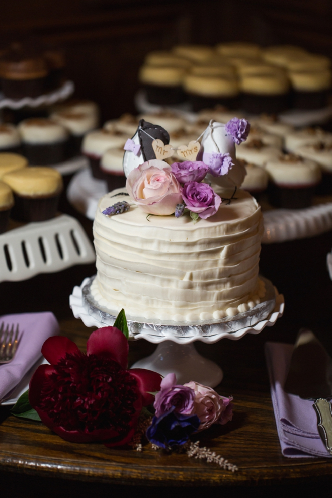 Super cute wedding cake with bird toppers