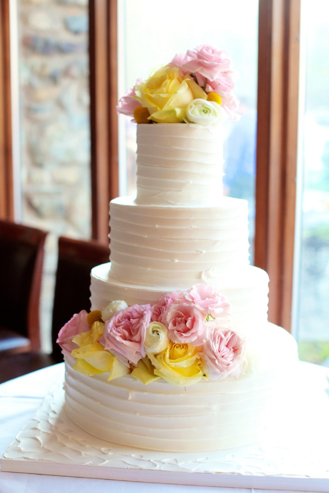 Lovely wedding cake with flowers