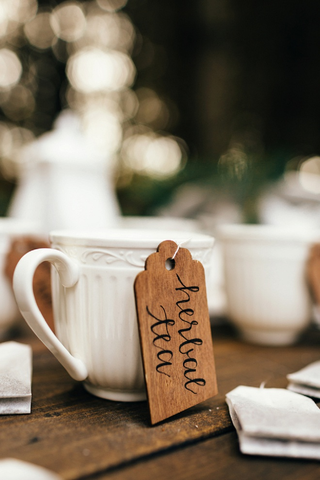 Love these wooden tea tags with modern calligraphy!