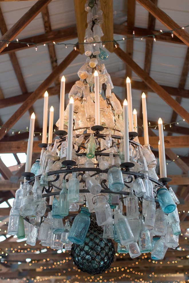 How gorgeous is this barn's mason jar chandelier?! We're in love!