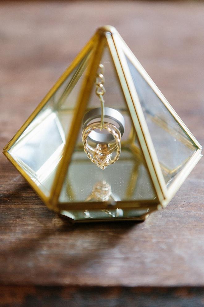 LOVING this gorgeous geometric ring holder!