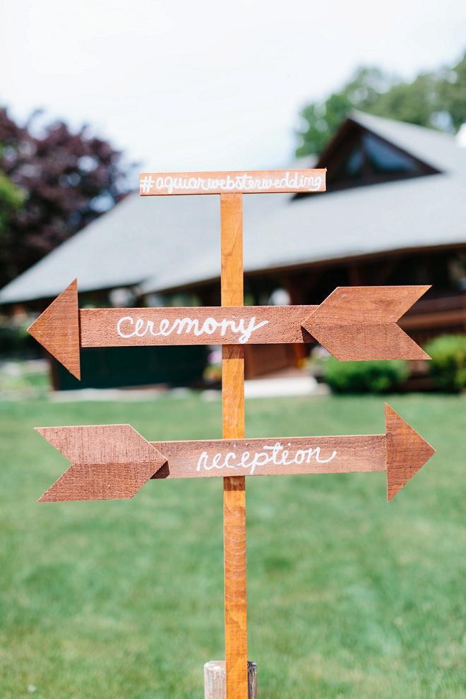 Loving this handmade directional wedding sign!