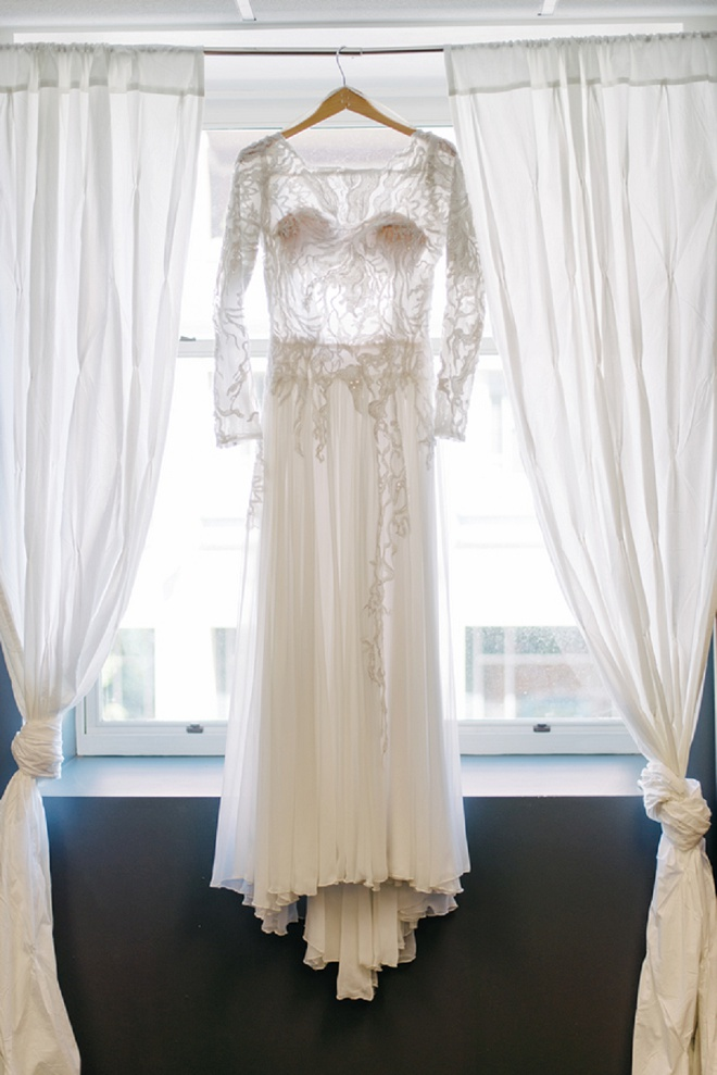 We're loving this gorgeous vintage wedding dress!