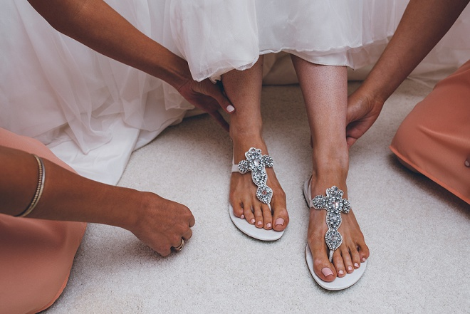 Loving this Bride's fun flip flops for the big day!