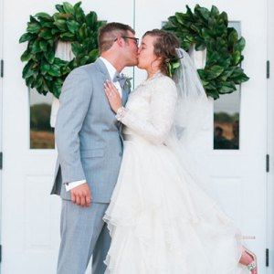 Loving this sweet boho wedding!