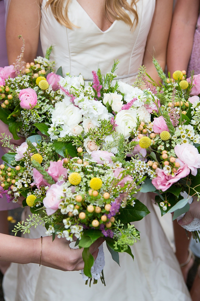 Loving these gorgeous boho bouquets at this gorgeous art museum wedding!
