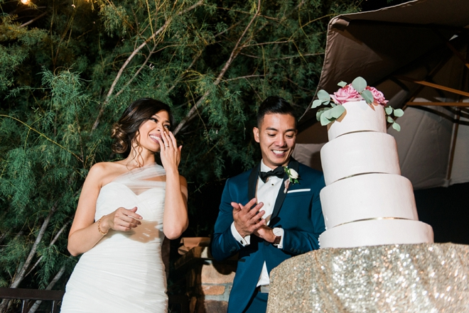 Loving this adorable photo of the Bride and Groom cutting the cake!