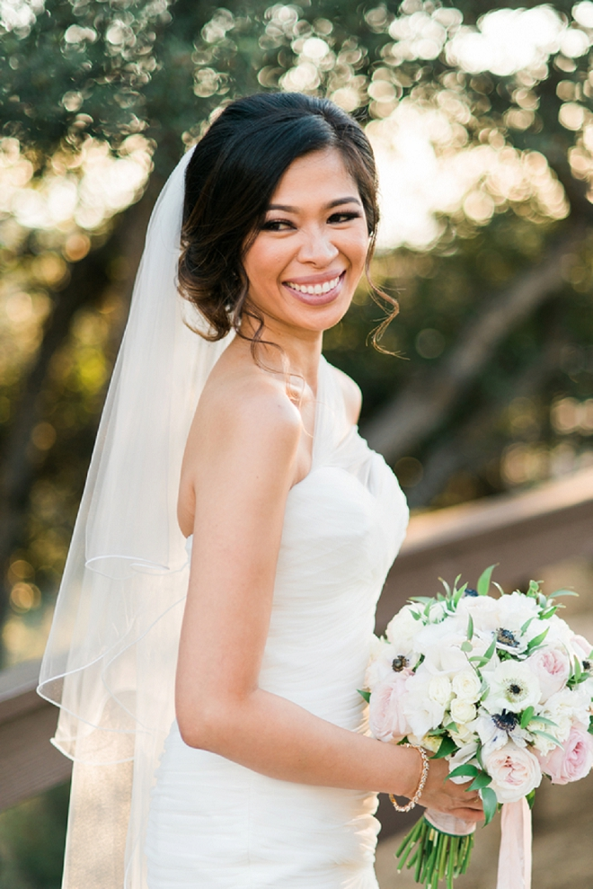 How gorgeous is this DIY Bride getting ready for the ceremony!