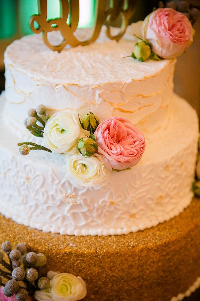 Loving this couples gorgeous wedding cake style!