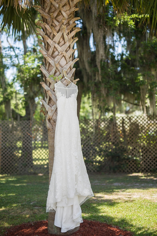 Swooning over this Bride's gorgeous wedding dress!