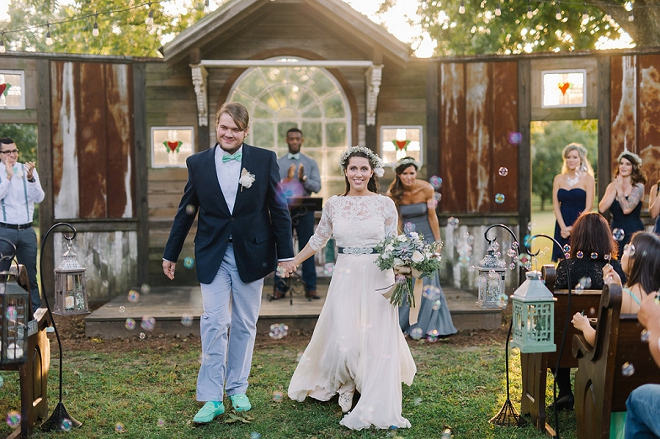 We're in love with this super sweet outdoor boho ceremony!