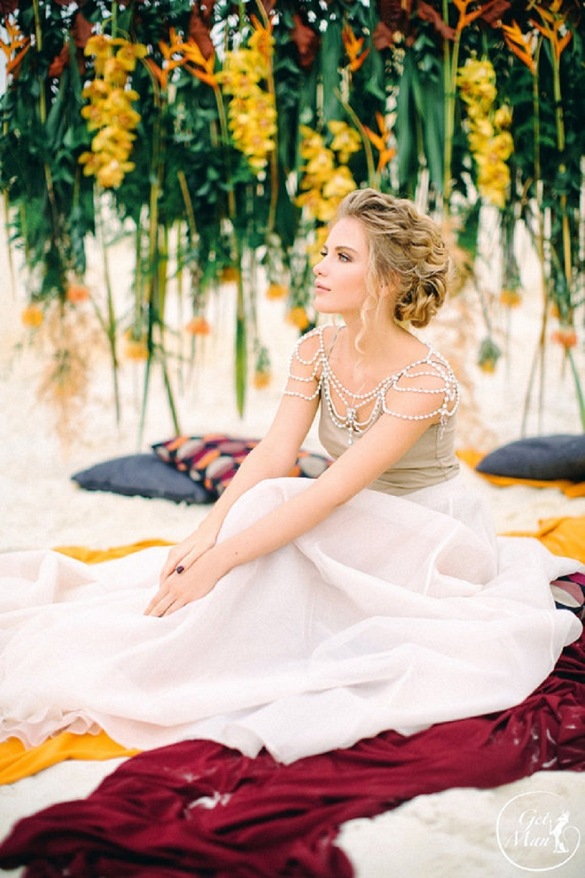 Swooning over this wedding necklace cape!