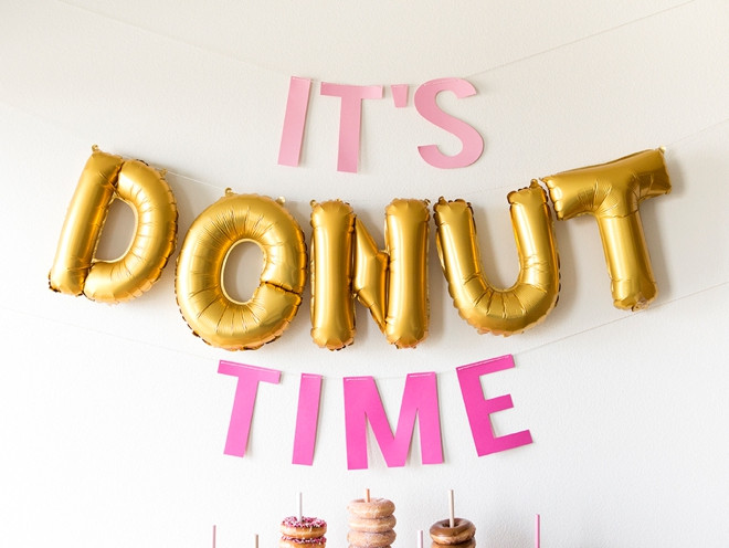 Now this is a donut bar that I could actually DIY, it's so cute!