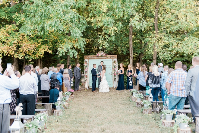 Sweet snap of this stunning outdoor ceremony!