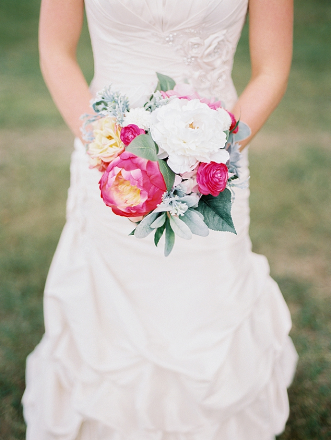 Stunning snap of the Bride and her handmade bouquet!